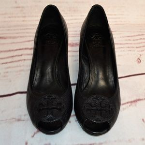 Tory Burch Pebbled Leather Wedge Logo Size 10M